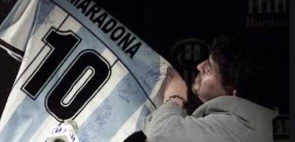 Piden a la FIFA que retire el número 10 en todo el mundo en honor a Maradona