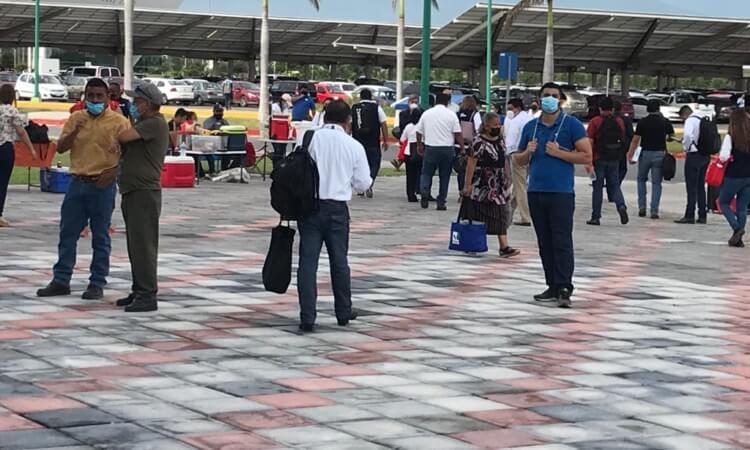 Evacúan de emergencia 1,300 empleados de la Torre Bicentenario